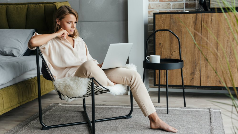 these-21-lounge-sets-are-stylish-enough-for-work-zoom-calls