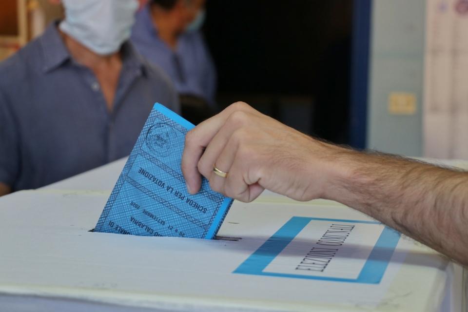 Elezioni Comunali 2021: ballottaggio a Roma, Torino, Trieste, affluenza alle 12 sotto il 10%