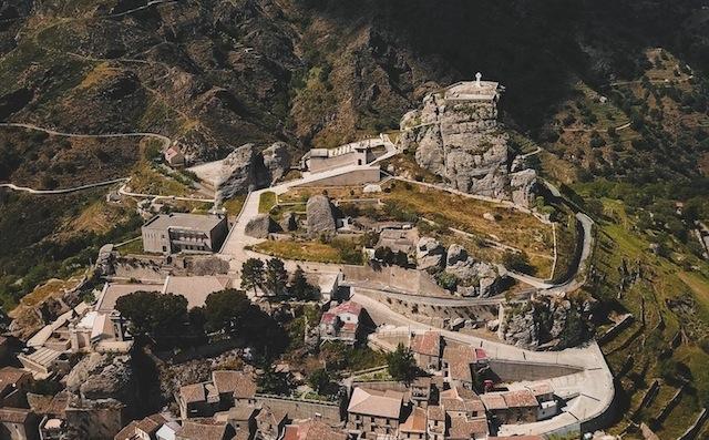 Poste Italiane, un annullo e una cartolina dedicati al Comune di Bova per ricordare Dante Alighieri