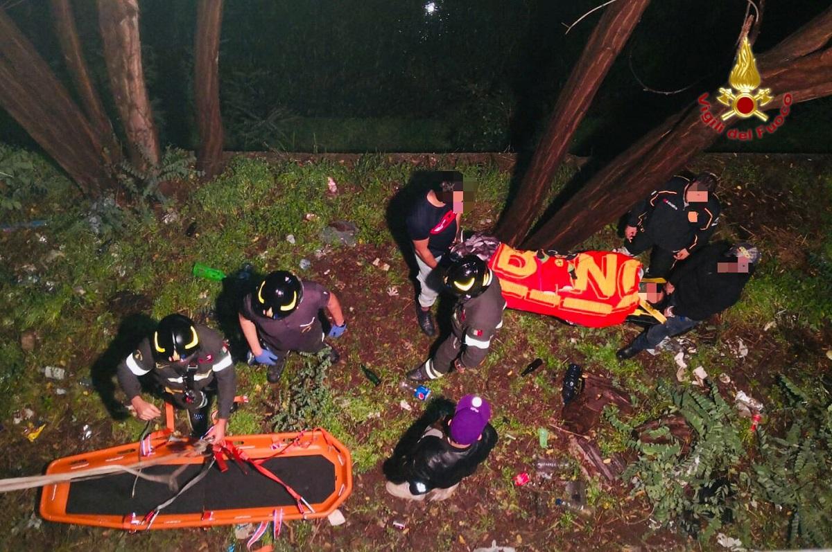 Messina: precipita da un muro alto 5 metri, ragazza salvata miracolosamente dai Vigili del Fuoco