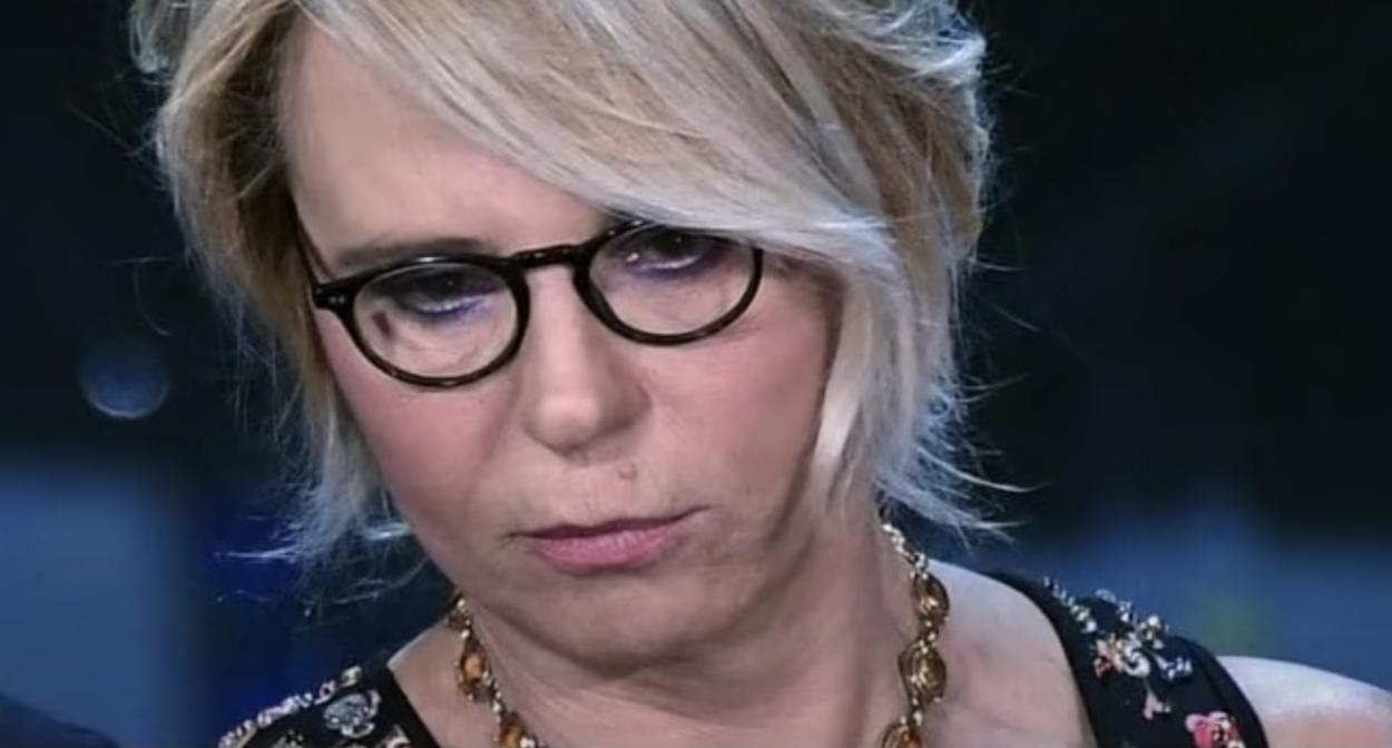 Bomba Mediaset, Maria de Filippi annuncia l'addio al suo programma più amato. Ecco chi la sostituisce. Fan sotto choc