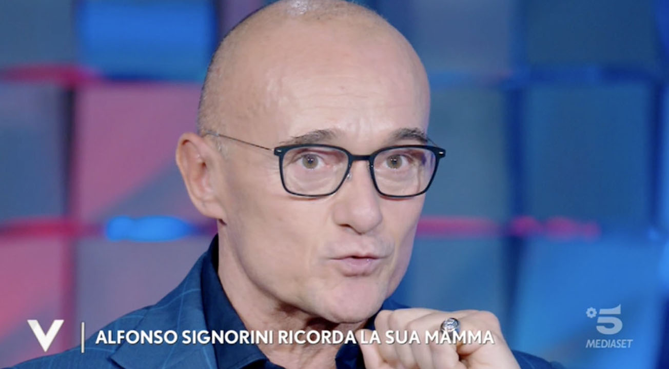 """Alfonso Signorini a Verissimo confessa: """"Il mio fidanzato è Paolo da 19 anni"""""""