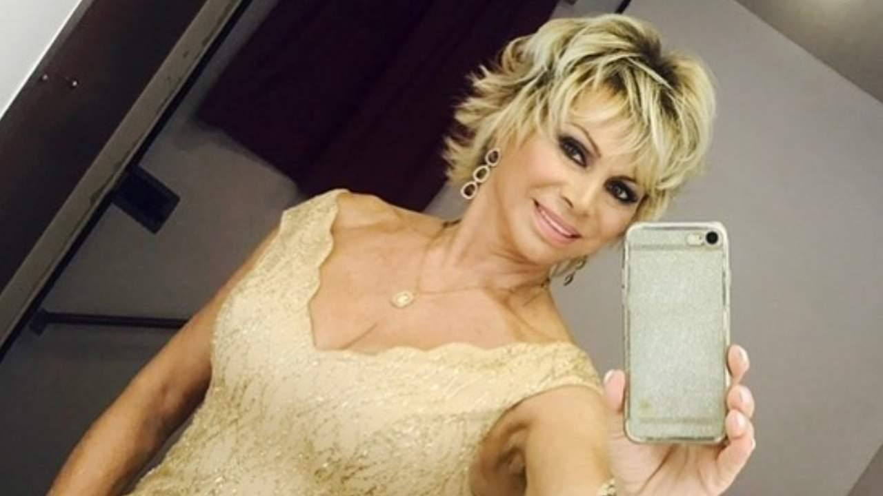 GF Vip, Carmen Russo scatenata: la danza della showgirl è travolgente – VIDEO