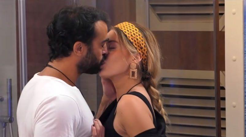 Grande Fratello VIP 6, Sophie e Gianmaria: ancora baci nella nave dell'amore